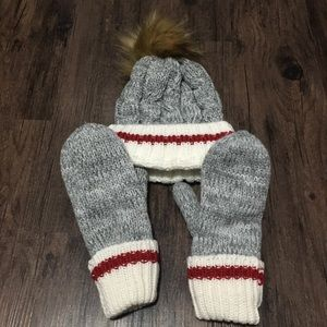 Grey beanie and matching gloves.